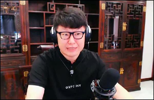 YY日报:妹不帮姐?圆珠笔战晨一