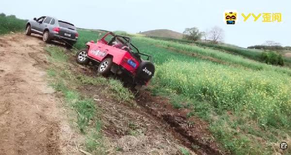 光头强车子陷沟了,幸得杰伦相救